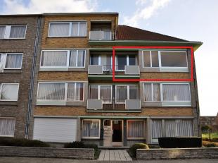 Appartement van 88m² op de 2de verdieping, gelegen in een rustige straat, bestaande uit een inkomsthal, living, ingerichte keuken, badkamer met l