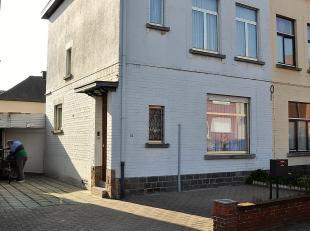 """3-gevel woning gelegen in de populaire wijk """"Negenmanneke""""  te Sint-Pieters-Leeuw en bestaande uit een living, aparte WC, ingerichte keuken met zicht"""
