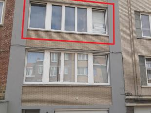 Appartement modern au 2ième étage avec un hall d'entrée, un salon avec parquet, une cuisine hyper-équipée, 2 chambr