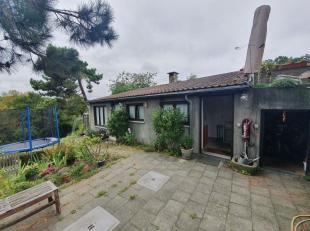 LINKEBEEK : A proximitéde la place Communale, agréable flat de + /- 40m² situé en arrière maison. Le flat se compose