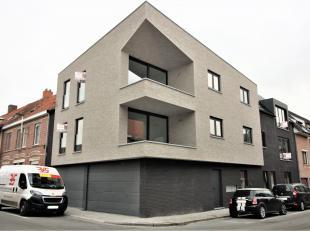 In dit unieke gebouw in het centrum van Lauwe, treffen we 4 mooie appartementen. Deze zijn uitgerust met alle moderne infrastructuur en zijn uiterst e