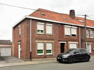 Halfopen bebouwing met 2 slaapkamers, garage met  oprit, en tuin.<br /> De woning bestaat uit een benedenverdieping met leefruimte, keuken, afzonderli