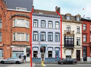 Centraal gelegen opbrengsteigendom bestaande uit handelszaak ( momenteel restaurant), 6 kamers, studio en appartement die gerenoveerd worden.Bewoonbar