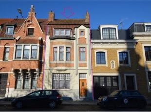 Deze woning is gelegen in de directe omgeving van openbaar vervoer, dienstencentra, winkels, Graaf Visartpark. Vlotte verbinding via de ring en expres