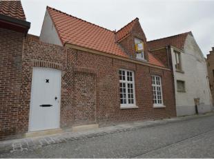 Deze woning is zeer goed gelegen in het historisch centrum Brugge. Vlotte aansluiting met de wagen via de Gentpoort bent u direct op de ring rond Brug