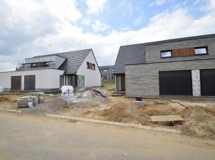 In het centrum van Nieuwkerke, centraal in Heuvelland, stellen wij u deze leuke nieuwbouwwoningen voor!Deze prachtige kwaliteitsvolle gezinswoningen w