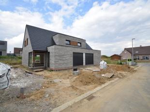 In het centrum van Nieuwkerke, centraal in Heuvelland, stellen wij u deze leuke nieuwbouwwoningen voor!<br /> Deze prachtige kwaliteitsvolle gezinswon