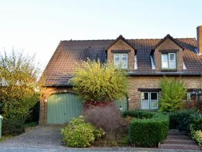 """Idéalement située dans le quartier résidentiel de """"Chèremont"""", adorable villa de charme au grand calme. Séjour avec"""