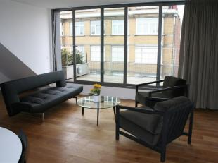 Quartier Châtelain<br /> Superbe penthouse meublé de 72 m².<br /> Séjour en parquet, cuisine super équipée (fri