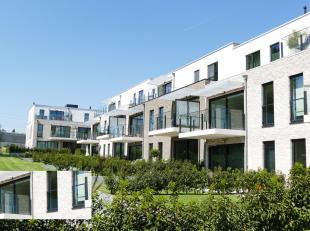 Luxueus Appartement / 1ste verdieping : 85m² (blauw-grijze bevloering) / HSP: 2.5m<br /> - Hal: 10m²<br /> - Woon- en eetamer: 35m² met