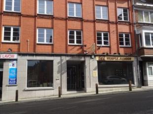 Plein centre de Wavre - tous commerces à proximité. Grand espace de 510m² au rez-de-chaussée avec en façades 2 vitrin