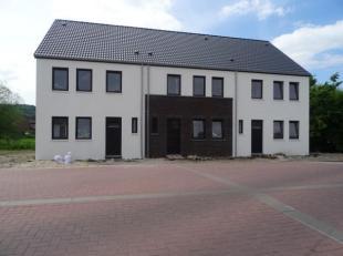 """dans un ensemble de 5 maisons neuves. A proximité du centre et 5' de la gare, maison 3 façades """"basse énergie"""" sur 250m² de"""