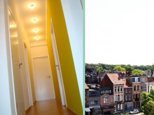 Contacteer Michael voor een bezoek: 0485 61 87 32. Dit appartement is gelegen op de vijfde verdieping van een goed onderhouden residentie met veel lev