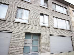 Contacteer Nancy voor een bezoek: 0476 94 04 47. Dit appartement is gelegen in een netjes en goed onderhouden gebouw. Het is een duplex appartement wa