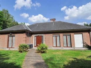 Mooie villa met 2 slaapkamers en mooie tuin op terrein van 20are te Buizingen. De villa omvat op de gelijkvloerse verdieping: inkomhal, ruime living/e