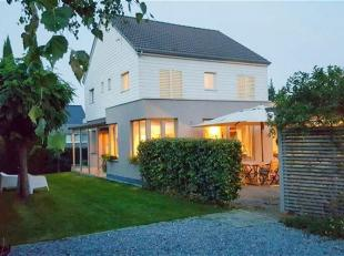 ---OPTIE--- Prachtige, instapklare villa met 5 slaapkamers, zonneterras & tuin gelegen te Dworp. De woning is helemaal vernieuwd en omvat op de ge