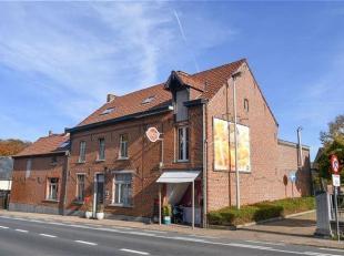 Spacieuse maison 4-façades avec 5 chambres et friture avec espace restauration à létage sur un terrain de 4a87 ca à Ninove