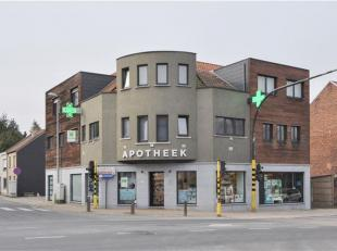 Zeer ruim duplex-appartement (+/- 177m²) met 3 slaapkamers te Buizingen. Het appartement omvat op de 1ste verdieping: inkomhal met vestiaire en t