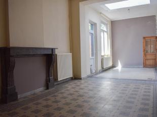 Maison de rangÃÂe avec jardin et passage latÃÂral se composant comme suit : rez-de-chaussÃÂe : bureau/salle de