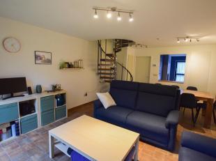 // SOUS COMPROMIS// Bel appartement 2 chambres idÃÂalement situÃÂ Ã quelques pas de la Grand Place de Mons. Ce duplex