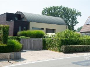 Zeer praktische moderne en energiezuinige villa, waar slapen (1 slpk) en wonen op het gelijkvloers gecreëerd is. Met de mogelijkheid om werk (vri