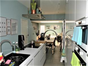 Instapklare woning, prachtig gerenoveerd! Gelegen dichtbij invalswegen, het OLV en het centrum!<br /> De woning omvat een inkomhal, apart toilet, mode