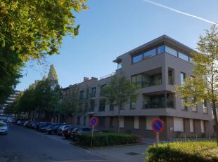 INDELING:Het betreft hier de verhuur van een deels gemeubeld appartement, op de tweede verdieping (met lift), met veel lichtinval in een recent gebouw