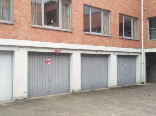 Garagebox te huur in het centrum van Leuven <br /> Ingang poort: 2,39 m breedte<br /> Breedte garage zelf: 3,05 m<br /> Diepte van garage: 6,20 m<br /