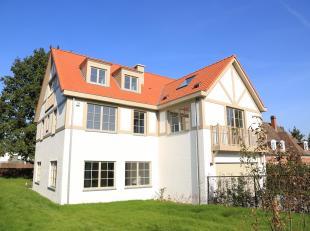 A quelques pas de Stockel, nouvelle construction de style classique : villa 4 façades de plus de 500 m² construits. Elle se compose :<br /