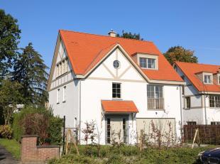 Située au coeur de Stockel et toutes ses facilités, spacieuse villa neuve de +/- 508 m² construits sur un terrain de 11 ares 80. El