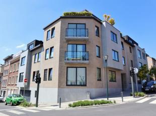 Situé dans un quartier calme non loin du métro Tomberg, magnifique appartement rez de chaussée meublé de +/- 90 m² ha