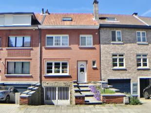 Au croisement de Wezembeek, Kraainem et Woluwé Saint-Pierre, à proximité du Delhaize de Wezembeek, agréable maison unifami