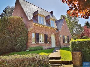 A proximité de Sainte Alix et non loin de Stockel, belle villa 4 façades de charme de +/- 250 m² habitables sur un terrain de 10 ar
