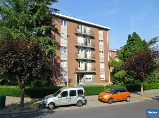 Dans le quartier Mater Dei et ses facilités, appartement de +/- 75 m² habitables se composant :<br /> - Hall d'entrée de +/- 7 m&su