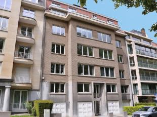 Au croisement d'Ixelles, Watermael et Bruxelles, avec une parfaite accessibilité, appartement deux chambres rénové bén&eac