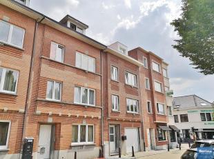 A deux pas de Stockel, ses commerces, transports et son marché trois fois par semaine, appartement de +/- 50 m² habitables se composant :<