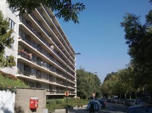 A 500 mètres de la place Dumon, et non loin de l'UCL et toutes ses facilités (commerces et transports), agréable appartement 1 ch
