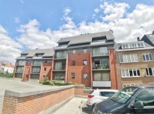 Maison communale, au calme entre l'esplanade et le parc, appartement 2 chambres situé aux 3ème et 4ème étages d'un immeubl