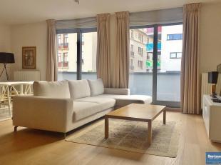 A proximité immédiate de Schumon, ses commerces et transports, lumineux et spacieux penthouse meublé se composant :<br /> -Hall d