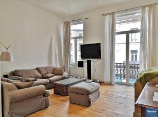 En plein coeur du quartier Européen, spacieux appartement duplex de +/- 120 m² habitables se composant :<br /> Rez de chaussée<br /