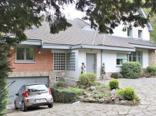 A proximité du quartier des Trois Couleurs et du Parc de Woluwe, magnifique maison 4 façades de +/- 200 m² habitables se composant