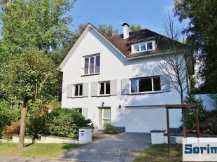 Située dans le quartier Baron d'Huart, non loin du Parvis Ste Alix, belle villa de +/- 240 m² habitables se composant :<br /> Rez de chaus