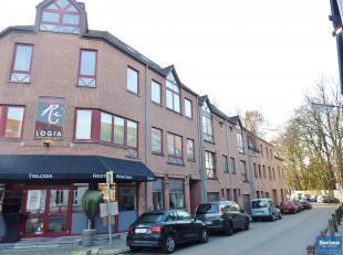 Situé à deux pas de la place Saint Lambert, très lumineux et magnifique appartement de +/- 85 m² en parfait état. Il