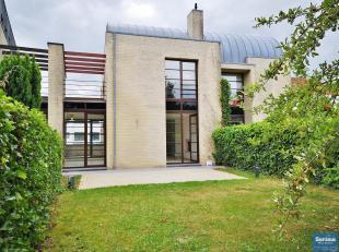 Kraainem - A proximité de Stockel, villa3 façades de +/- 280 m² habitables se composant :<br /> Rez de chaussée<br /> - Gara