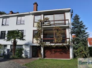 Dans le quartier du Chant d'Oiseau, dans clos résidentiel, agréable maison bel étage en 3 façades de +/- 200 m² habit