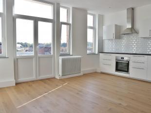 Au coeur de Stockel, sur la Place Dumon, très bel appartement entièrement rénové de +/- 130m² se composant comme suit