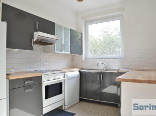 Dans un agréable quartier résidentiel verdoyant et aéré et à proximité de Stockel, bel appartement de +/- 82