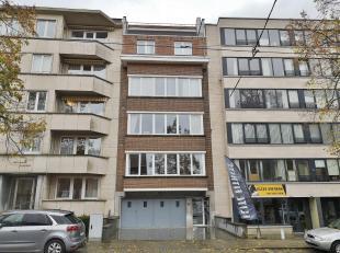 Idéalement Situé à 300m de la place Dumon et de toutes ses facilités, agréable bureau de +/- 50 m² se composan