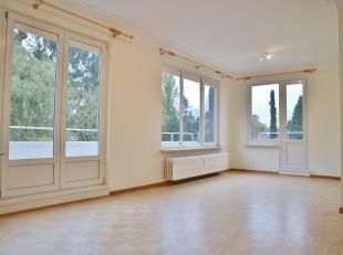 A deux pas de Stockel et toutes ses facilités, appartement de +/-70 m² habitables se composant :<br /> - Hall d'entrée 4,5 m²
