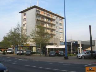 Bergensesteenweg 105 bus 6.1 - 1500 Halle:<br /> Appartement (6e Verd.) in goede staat omvattende: kelder, hall, WC, living, ingerichte keuken, badkam